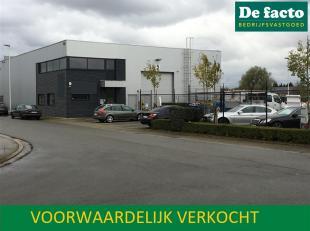 Magazijn (435 m²) met prachtige kantoren (52 m²) te koop te Gent, Watlingtonstraat 5, uitstekend bereikbaar via de R4. Perceelopp:        10