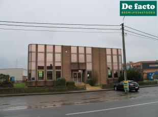 Kantoor (+- 550 m²) te huur te Sleidinge, gelegen aan de N456 op +- 6 km van de R4<br /> - perceelopp:  +- 500 m²<br /> - benutbare opp:+- 5