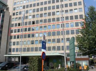 Kantoor (+- 512 m²) te huur te Gent, zeer centraal gelegen aan de R40<br /> Momenteel staat het kantoor casco maar, kan op vraag van de huurder i
