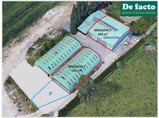 Magazijnen ( 432 m² + 444 m²) te huur te Desteldonk (Gent), op een uniek gelegen perceel industriegrond (21.072 m²), vlakbij de John Ke