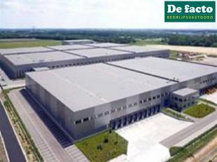Nieuwbouw magazijnen op maat, gelegen in industriezone ten noorden van Gent.<br /> Vlot bereikbaar via de R4<br /> Haven en watergebonden activiteiten