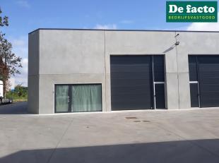 Nieuwbouw KMO unit (+- 366 m²) te huur te Gent, vlakbij de R4<br /> Magazijn:<br /> - vrije hoogte 5,5 m<br /> - sectionaalpoort 3.8 m<br /> - po