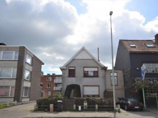 Karakteristieke langs één zijde aangebouwen charmewoning met zalig relax terras en grote voortuin die gemakkelijk is af te sluiten (extr