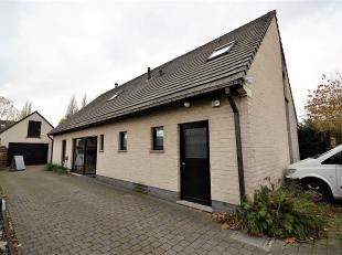 Unieke open bebouwing met warme Scandinavische inborst in een prachtige groene kindvriendelijke woonbuurt met grote afzonderlijke garage (+ zolder ver