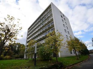 Groot lichtrijk klassevol appartement met twee slaapkamers in een unieke TOP residentie omgeven door groen met een sublieme ligging vlakaan het centru