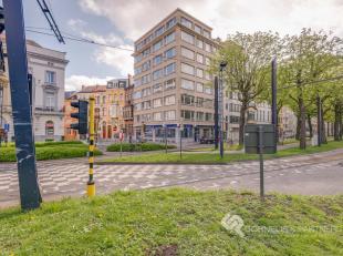 Dichtbij diverse winkels, het bekende Zuidpark en het openbaar vervoer vindt u dit ruimte appartement ( 85m² ) op de 4de verdieping van de reside