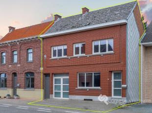 Bel snel naar Karin: 054/67 03 80 of 0468/12 68 62.<br /> Deze woning vinden we in Ten Ede 99 in Zottegem, op een boogscheut van het centrum van Zotte