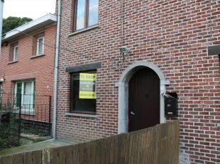 In Onkerzele in de Bosstraat 31 treffen we zeer rustig gelegen dit gezellig huisje met tuin, buitenberging en twee slaapkamers. De leefruimte met open