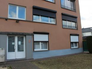 Perfect onderhouden gelijkvloers appartement (140m²) met ruime garage en tuin met terras.<br /> Bestaande uit: living (40m²) volledig ingeri