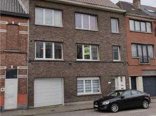 Gelegen op een uiterst goede ligging op het eerste verdiep in een rustige residentie met slechts 3 appartementen.  Leefruimte, 2 slaapkamers, badkamer