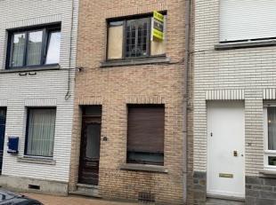Deze stadswoning vinden we in de Pachterstraat nr.34 in Geraardsbergen, aan de voet van de muur en op wandelafstand van de markt en het winkelcentrum.
