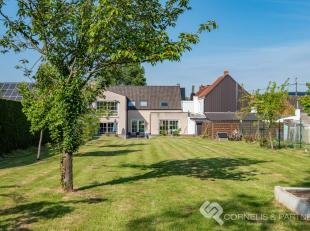 Deze charmante woning vinden we in de Bosstraat 83 te Onkerzele, op korte afstand van het centrum van Geraardsbergen en in de onmiddellijke omgeving v