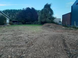 Voor meer info contacteer Katrien: 0473/42.76.99<br /> Dit perceel bouwgrond is gelegen langs de Geraardsbergsesteenweg nr. 404 te Aspelare in de onmi