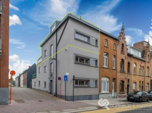 Voor inlichtingen of een bezoekje bel naar Katrien: 0473/42.76.99<br /> Dit duplex appartement vinden we terug in de Hogeweg 1C te Ninove.<br /> Ideaa