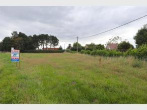 Welgelegen bouwgrond goedgekeurd voor 2 open bebouwingen, in vlot bereikbare verkaveling.