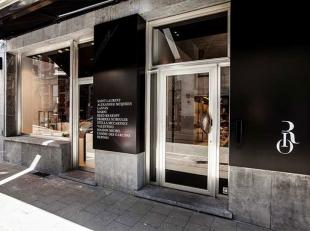 Schitterend handelspand (winkel of kantoor) in het commerciële en goed bereikbare hart van Gent, Lange Kruisstraat, om de hoek van de Henegouwens