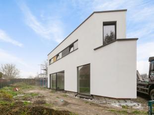Ruime moderne half open bebouwing met villa-allures. Deze architecturale nieuwbouwwoning wordt volledig instapklaar afgewerkt met duurzame materialen