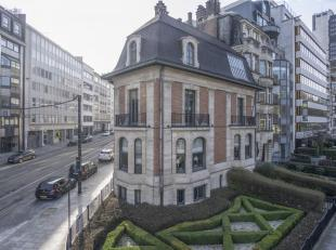 SITUATION AAA !Bathim&Co vous propose à la vente ce superbe immeuble commercial bien connu des Bruxellois datant de 1926 et conçu pa
