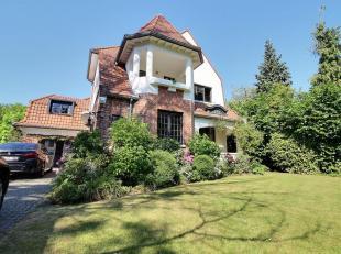 In de prestigieuse omgeving van het Sterrenwacht, prachtige villa uit de jaren 30 grondig gerenoveerd met mooie afwerkingen en bewaard van historische