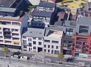 Sur les quais, le long du Canal non loin de Dansaert et de Tour & Taxi, rare immeuble de rapport comprenant 6 Lofts très bien aménag