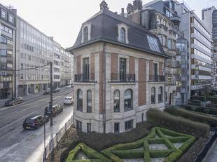 LOCATION!Bathim & Co biedt u dit prachtige mixte pand aan dat in 1926 ontworpen door architect Henri Derée op de hoek van de Ter Kamerenlaa