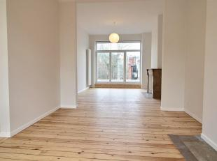 ELSENE Beautiful bright duplex located on the second floor of a mansion. It consists of an entrance hall with cloakroom and guest WC. From a large liv