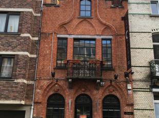 MONTGOMERY - GEORGES HENRI - Zeer mooi handelshuis met woning, +/- 200m² bruikbare oppervlakte. Op gelijkvloers: grote ruimte voor elk type activ