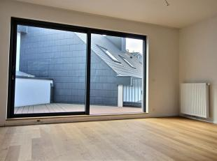 Throne - Splendid Duplex enjoying an exceptional location in the heart of the capital. It consists of an entrance hall with separate toilet. From a la