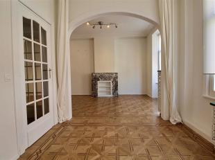 Beautiful apartment very bright. composed of an entrance hall with cloakroom, a large living-dining room with a beautiful fireplace, a fully equipped