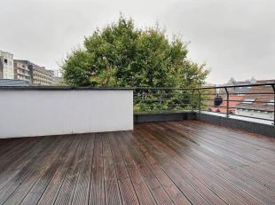 LOUISE: Luxury duplex on the 6th / 7th floor of a brand new building. Entrance hall, separate toilet, living room with parquet floor, fully equipped k