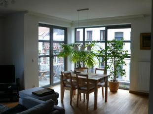 The builing is located rue Jourdan which is very close to the Avenue Louise and the Avenue de la Toison dOr. This luxurious apartment in a new buildin