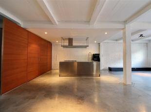 Bathim & Co offers a luxury apartment in Molenbeek / Brussels limit - Tour and Taxis. It is composed as follows: A large bright living room, a ful