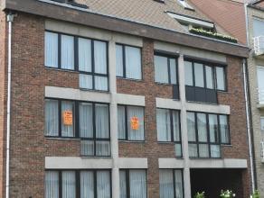"""Instapklaar mooi appartement gelegen op de eerste verdieping in de residentie """"Groenerf"""" .<br /> Dit appartement omvat :<br /> Inkomhal, toilet met la"""
