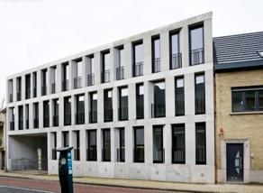 Mooi exclusief hoogstaand uiterst strak modern luxueus ingericht appartement met terras en privé staanplaats.<br /> Uniek concept met doordacht