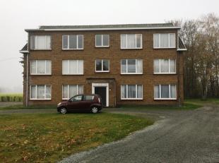 Zeer rustig gelegen ruim appartement met garage en terras.Dit appartement bevindt zich op de tweede verdieping links van het gebouw en omvat :Inkomhal
