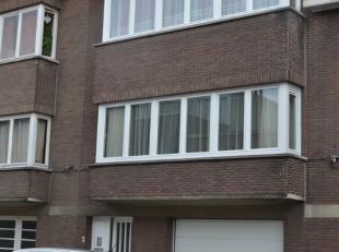 Zeer mooi en interessant gelegen instapklaar appartement op de eerste verdieping in een residentie met slechts 2 woongelegenheden.Dit appartement met