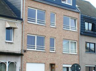 """Duplex appartement gelegen op derdeen vierde verdieping aan rechterkant in residentie """"Dries""""<br /> Het appartement omvat :<br /> Inkomhal, toilet met"""