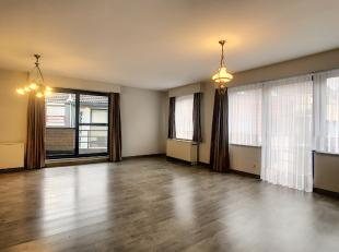 Mooi en zeer lichtrijk appartement bestaande uit een ruime living met open keuken, nieuw ingerichte badkamer en twee slaapkamers. Gezien dit een hoeka