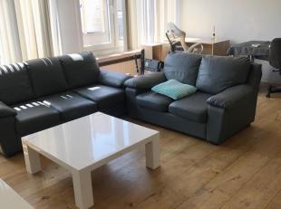 Mooi, leuk appartement op de 3de verdieping met living ( parket), apart toilet, open ingerichte keuken, berging, 1 slaapkamer, badkamer met ligbad/dou