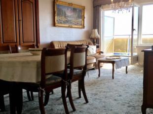 ELFDE VERDIEP blok 4 : inkom met vestiaire, ruime lichte living, groot terras met prachtig uitzicht op groen, keuken, 2 slaapkamers, aparte wc, badkam