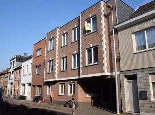 Centraal gelegen appartement met 2 ruime slaapkamers.<br /> Indeling: living met aanpalend terras, geïnstalleerde keuken, gastentoilet met handen