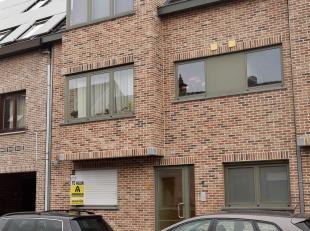 Gezellig gelijkvloersappartement met terras en tuin<br /> Indeling: lichte living met open keuken (incl. toestellen), berging met aansluiting wasmachi