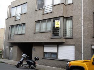 Ruim appartement met garage en fietsenberging.<br /> Indeling: ruime living met open keuken, berging/wasplaats, badkamer met ligbad/douche, 2 slaapkam