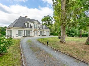 Rustig en goed gelegen nabij scholen, centrum Berlare mooie ruime villa op 1388m²Inkomhal, toilet, kelder, ruime leefruimte met veel lichtinval,