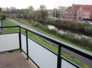 Appartement met garagebox, 2 slaapkamers, living, keuken, badkamer, toilet, terras, berging. Maandelijkse vaste kosten 50 euro/mnd. EPC 104 kWh/m&sup2