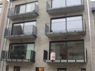 BEN - appartement met carport. Centrum Lokeren, appartement met 2 slaapkamers, badkamer, berging, living, keuken, terras. EPB. Grote slaapkamer met mo