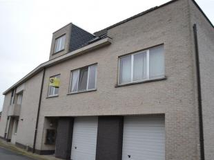 Appartement + ruim terras (eerste verdieping) 680 euro.  <br /> Indeling: hal, apart toilet, ruime living met aparte eetplaats en aansluitend 2 terras