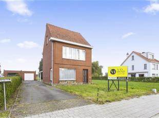 Op te frissen halfopen bebouwing op perceel van 635m² met wijds zicht.<br /> LIGGING : Degelijke woning, gelegen buiten het centrum van Sint-Nikl