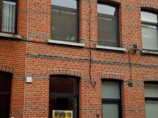 Dendermonde, Leo Bruynincxstraat 32.<br /> Volledig gerenoveerde, zeer centraal gelegen woning met koertje. Met mogelijkheid tot huren of kopen garage