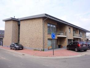 Recent gelijkvloers appartement (60 m²) gelegen op een rustige locatie. Indeling: inkom; lichtrijke woonkamer met open, ingerichte keuken; bergin